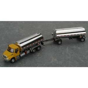 HO 2001 International Tanker w/Trailer Yel/Slvr Toys