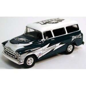 ERTL NFL 125 Scale 57 Chevy Suburban   Eagles  Sports