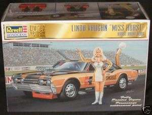 RACING CARS  Linda Vaughn & Miss Hurst Oldsmobile (DJ)