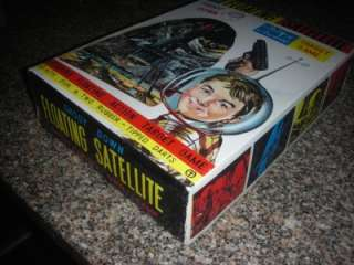 THE FLOATING SATELLITE BATTERY OPERATED TARGET GAME SPACE TOY IN BOX