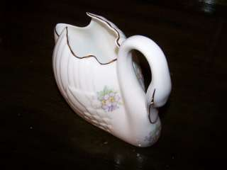 Royal Tara Fine Bone China Swan Flowers Design Ireland Gravy Boat