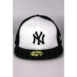 New Era Pins New York Yankee Hat Black. Size 7 1/2